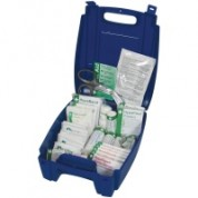 British Standard Catering First Aid Kit Small Includes:First Aid Guidance Leaflet x 1 Sterile Dress (Medium) x 4 Sterile Dress (Large) x 1 Triangular Bandage x 2 Safety Pins (12 Assorted) x 1 Sterile Eye Dressing x 2Blue Washproof Plasters x 40 S